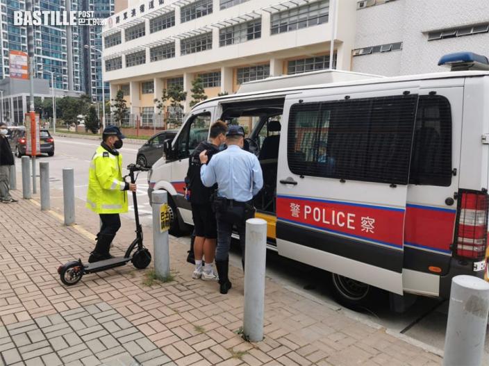 警將軍澳打擊非法駕駛電動滑板車 拘3男1女
