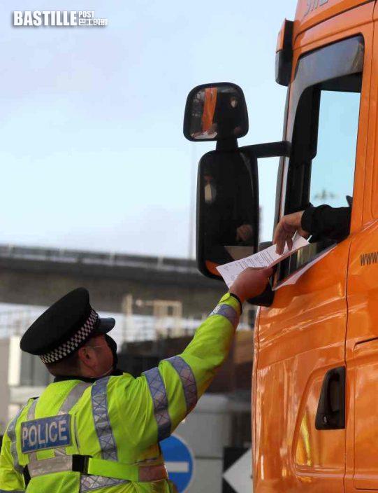 英加派軍人赴多佛爾港 疏散滯留貨車協助司機檢測