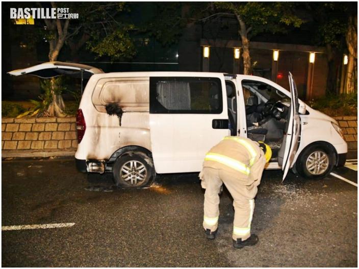 長沙灣客貨車疑遭縱火 車尾熏黑輪胎損毀