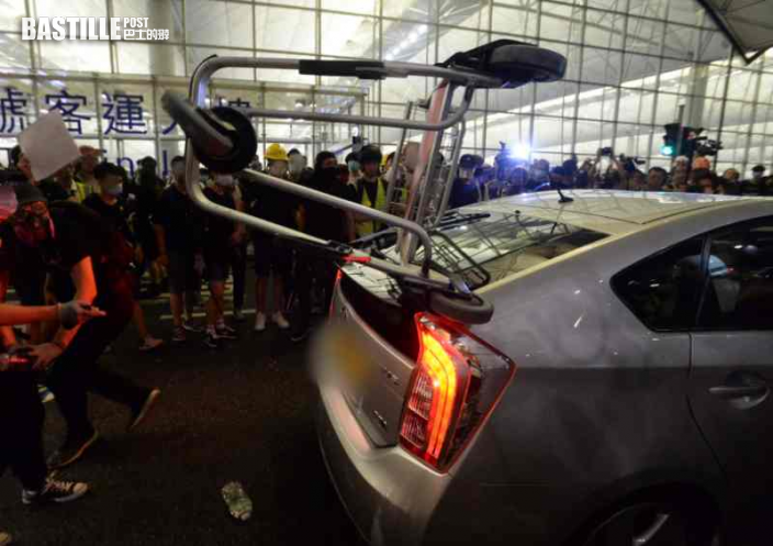 【機場和你飛】兩人涉堵路阻救護車警車離開 警作供指沒刻意辨認示威者