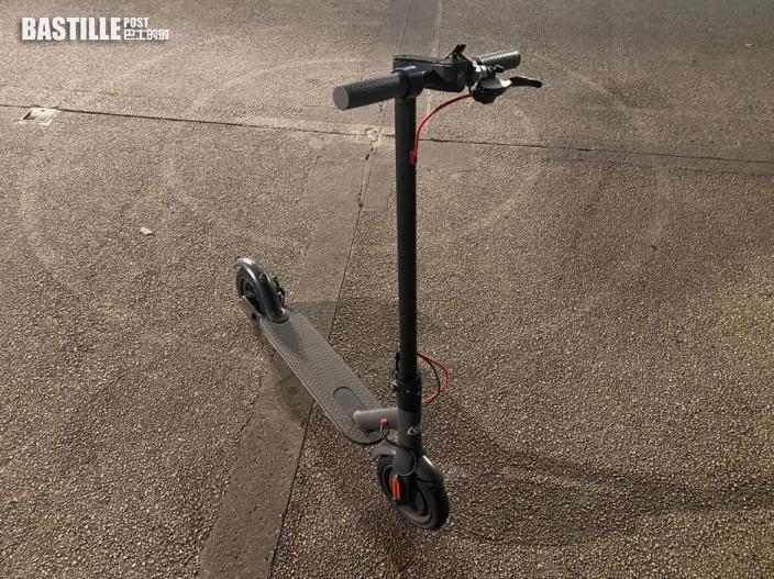 警拘16歲外籍男子 涉駕駛電動滑板車