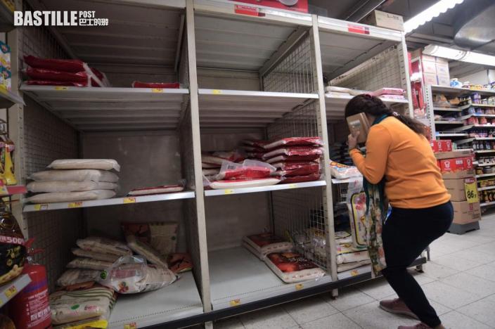 金威廣場住戶攜行李前往隔離中心 附近超市糧食搶購一空