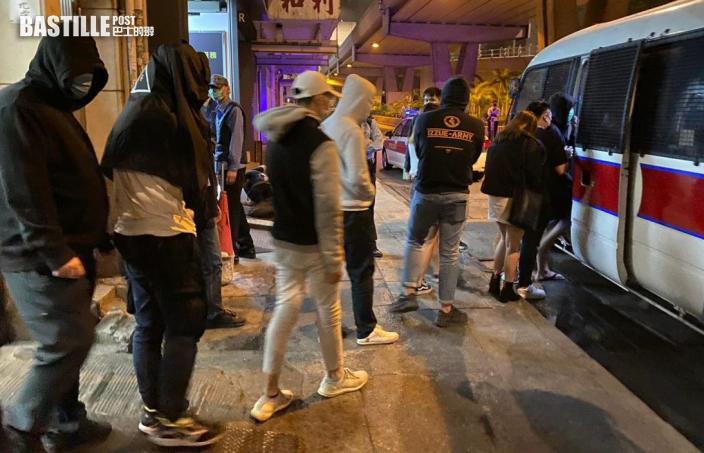 警通州街搗破無牌吧 拘26男女包括負責人