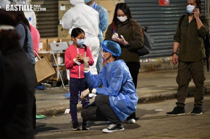 鄧炳強到油麻地視察 封區居民開始檢測獲派食品