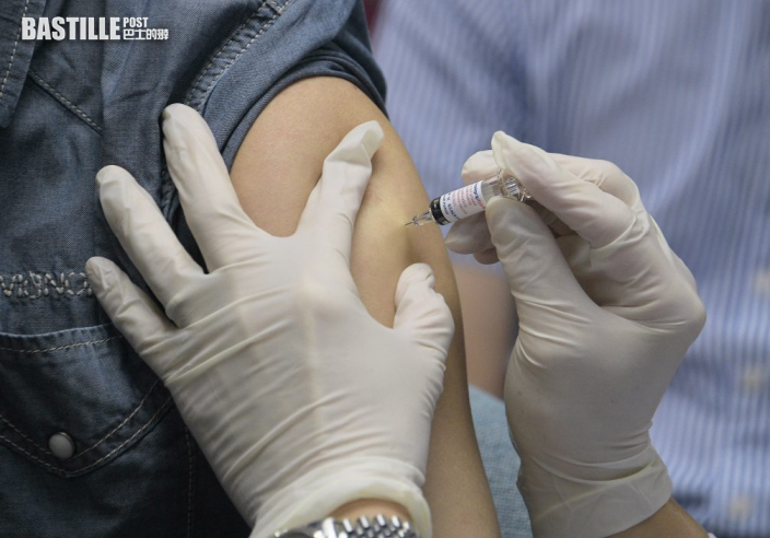 政府擬為長者優先打疫苗 最多2名照顧者可齊接種