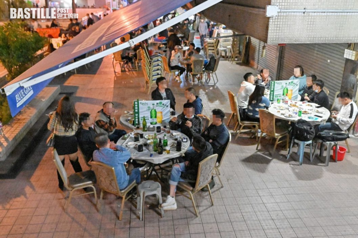 晚市大排檔食客違例6人一枱邊吸煙 部分市民寧手寫資料
