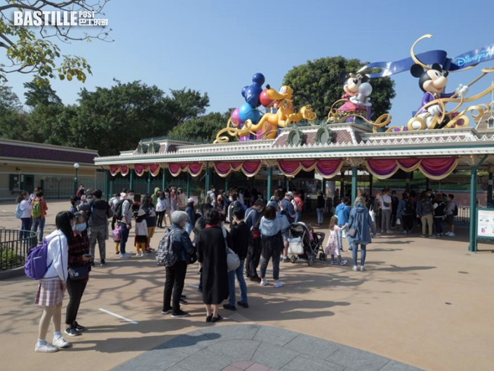 迪士尼今日重開 逾100名市民興奮排隊入園