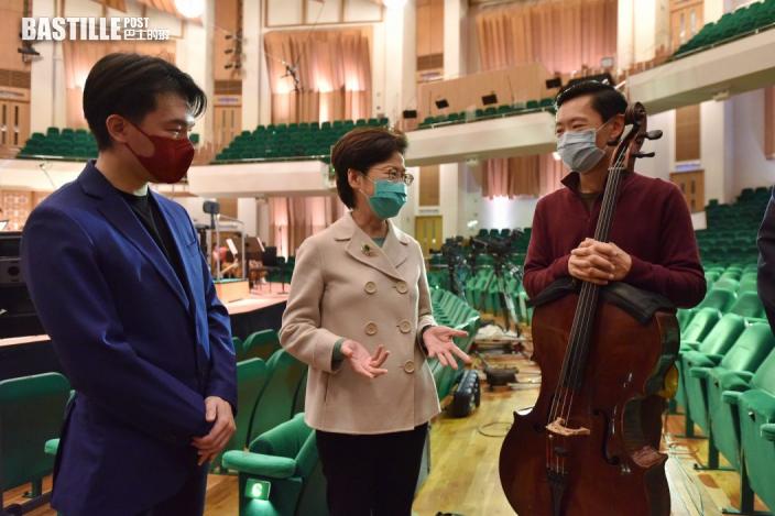 林鄭月娥到訪香港藝術館及文化中心