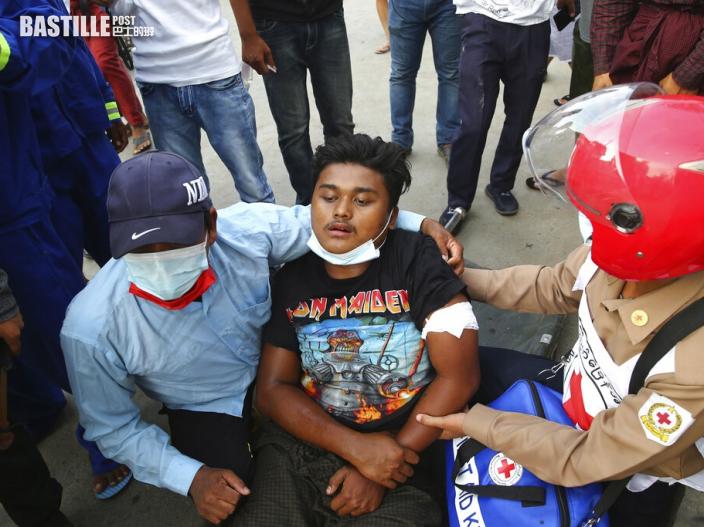 緬甸曼德勒防暴警察開槍鎮壓 至少兩名示威者死亡