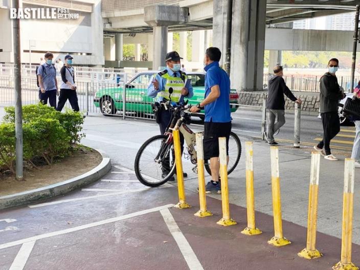 屯門警打擊單車違例 發27張傳票