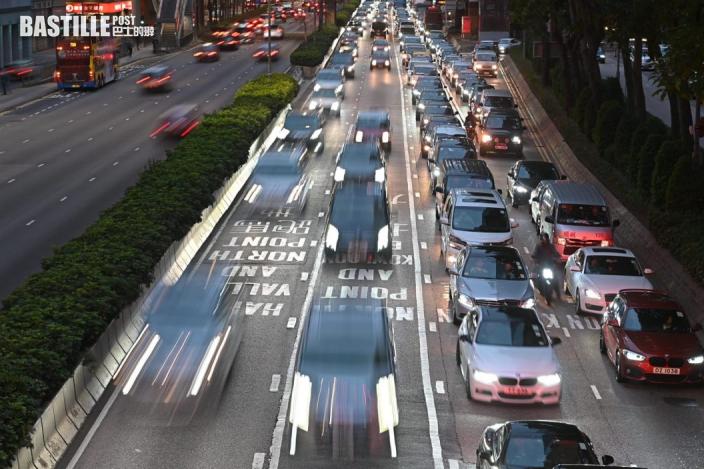 【預算案】陳茂波指牌費加幅遠低於30年通脹 料更多中價電動車應市