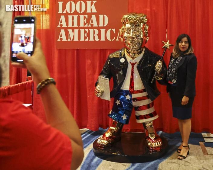 美國保守政治行動組織會議 金色特朗普人像亮相