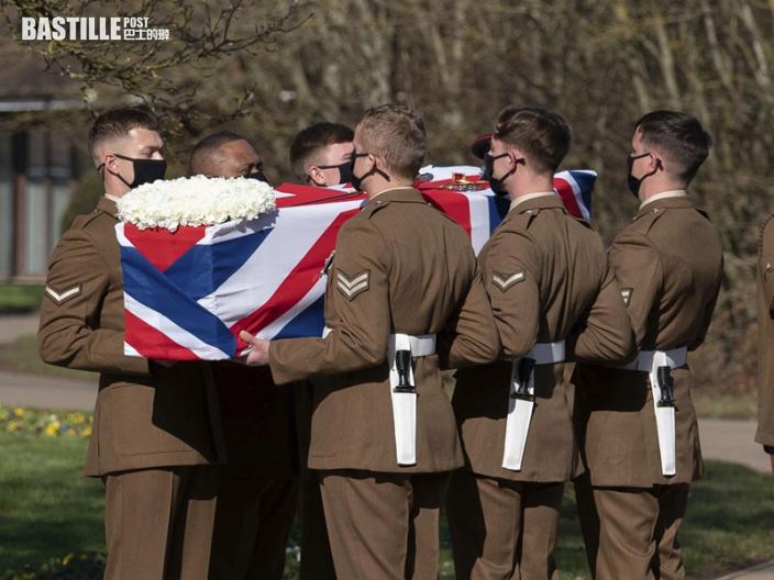 英國二戰老兵穆爾家鄉出殯 戰機低飛致敬