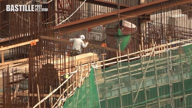 職工盟建築地盤職工總會認為當局需要設下劃一標準。
