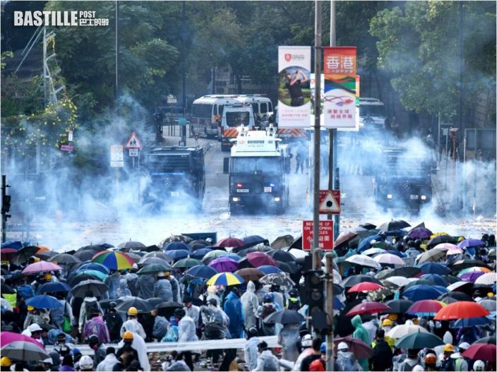 【理大衝突】警再拘11人涉參與暴動等罪 明早提堂