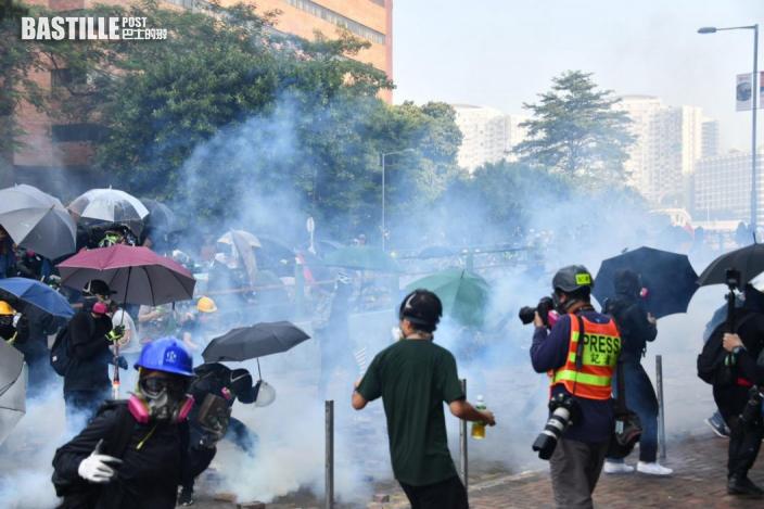 【理大衝突】再拘控11人暴動 官要求控方準備案發片段參考