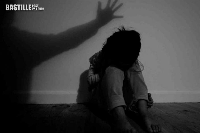 女童疑遭生父繼母虐死全身逾130傷痕 控方:小兄妹如活在地獄