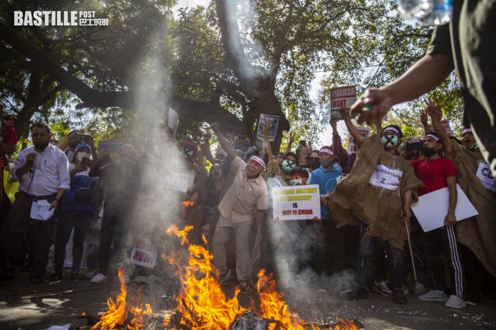 美國對緬甸實施進一步制裁 緬甸軍警短片恐嚇向民眾開槍