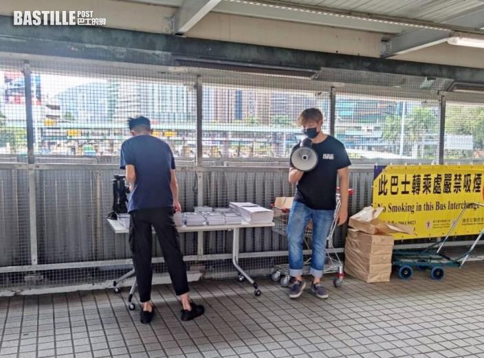 【理大衝突】理大學生會設街站 派發示威畫面明信片