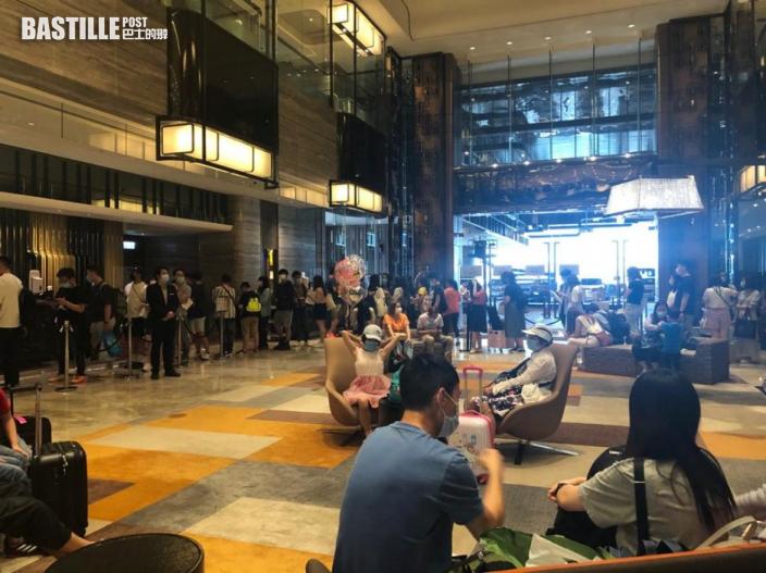 【長假第二天】市民湧酒店度假 大美督大嶼山人山人海