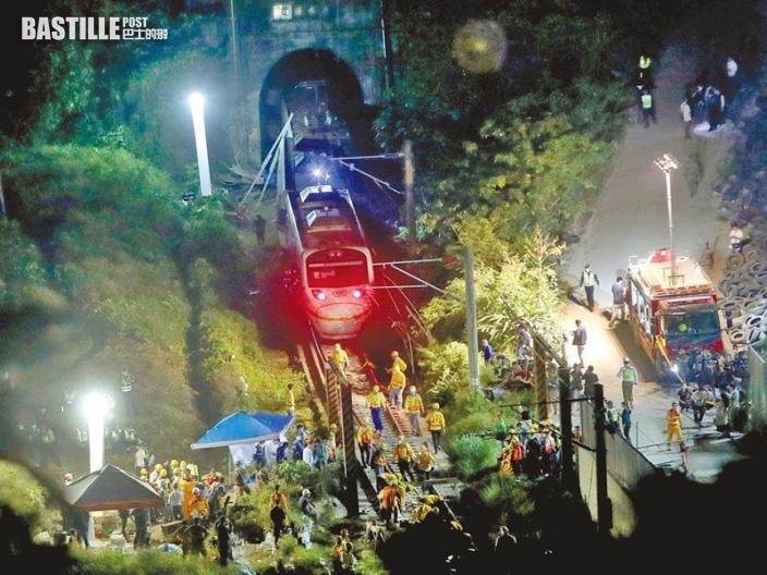 【太魯閣號出軌】交通部初步認定工程承辦商有疏忽 凌晨拖出1節車廂