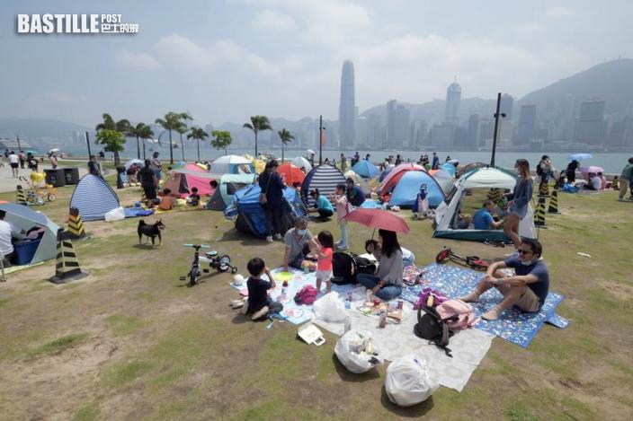 【長假最後一天】西九長廊草地帳湧現篷 22人合照脫口罩