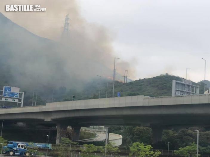 九龍坑山發生山火 冒大量白煙