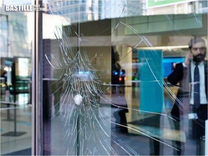 環團打爛巴克萊銀行倫敦總部玻璃抗議