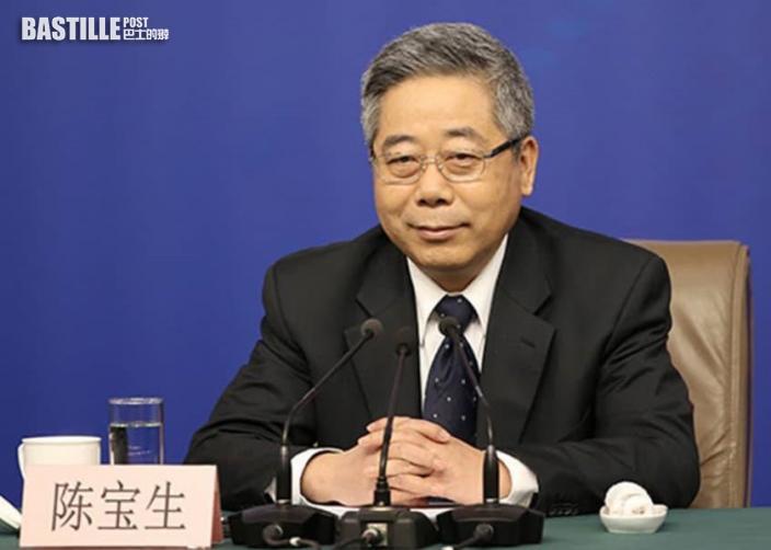 國家教育部部長陳寶生向香港教師送贈國家安全讀本