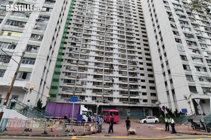 消息指屯門愛暉樓再爆疫 第2座8樓所有居民需撤離至檢疫中心