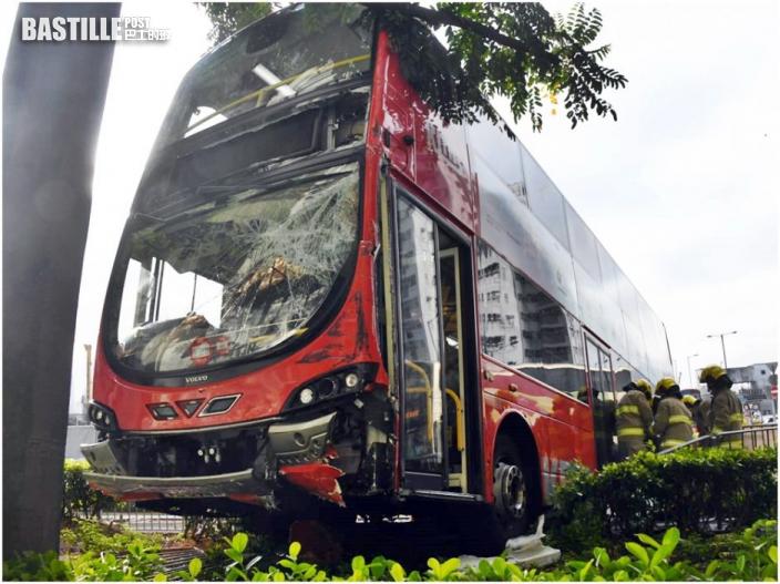 九龍城6C巴士撞傷途人 剷上行人路擱花槽