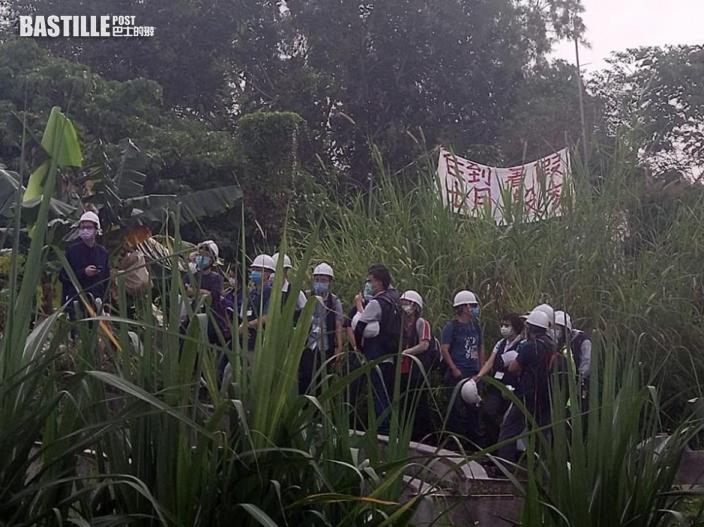橫洲鳳池村今收地 有居民拒遷出警方在場戒備