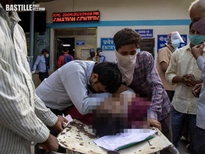 病妻遭15間醫院拒收街頭斷氣 印度氧氣瓶供不應求黑市價格暴漲10倍