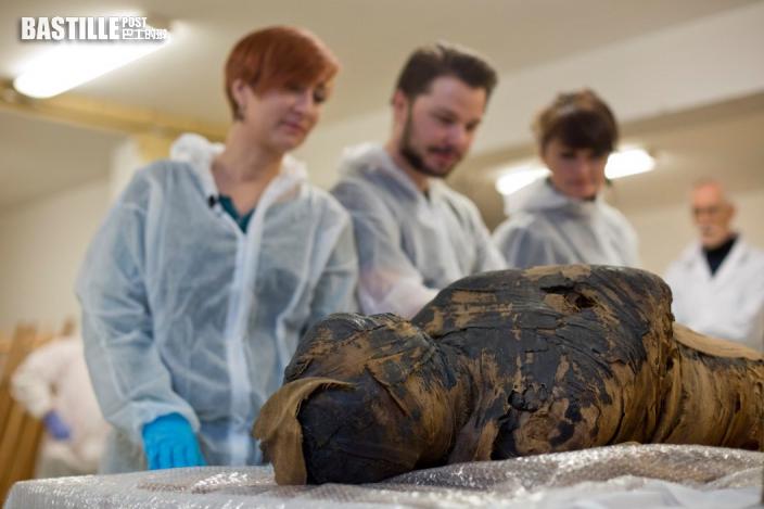 全球首例 波蘭發現一具年約20至30歲的懷孕木乃伊