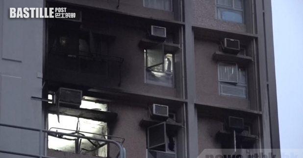 寶達邨達喜樓5樓一個單位起火,火警造成4死,起火單位外牆燻黑。(黃憶文攝)
