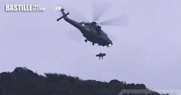 有直升機在飛鵝山自殺崖附近,吊起懷疑是石樂蕎的遺體。(李駿彥攝)