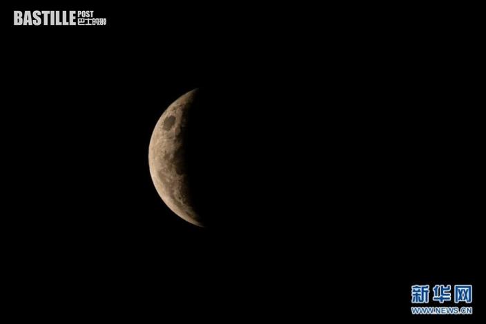 這是5月26日拍攝的澳大利亞悉尼上空的月食景象。