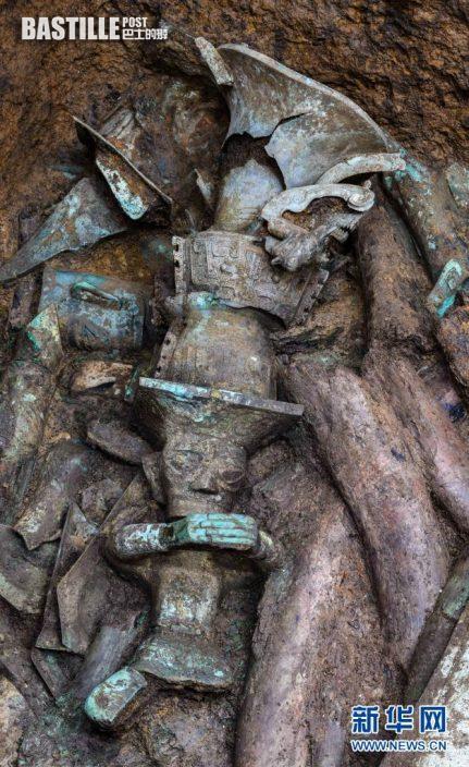 這是在四川德陽廣漢市三星堆遺址拍攝的青銅頂尊人像局部(5月14日攝)。