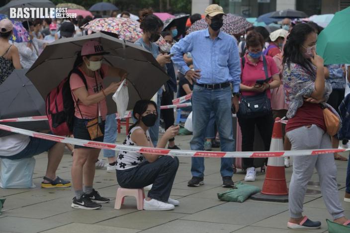 東涌流動採樣站續打蛇餅 市民備凳仔省腳骨力