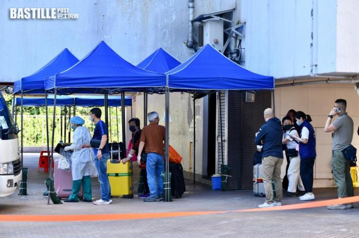 荃威花園R座今早續撤離 區議員批安排亂:有住戶未檢測
