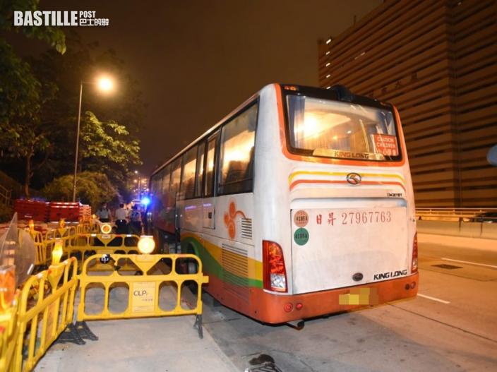 旅遊巴停泊呈祥道 5旬司機被發現倒斃車內