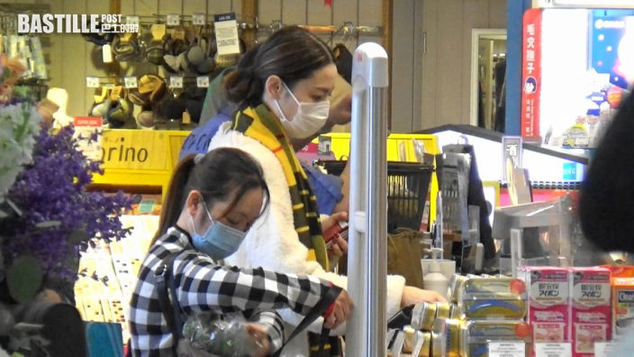 【頭條獨家】撇世界級網紅囡囡行超市 李璨琛老婆揀靚食材餵Lucy