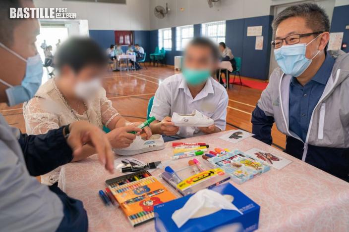 懲教警隊辦親子活動助增進關係 在囚青年借繪畫與母交流