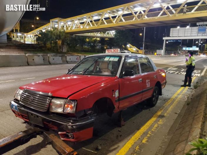 龍翔道的士自炒撼壆 6旬司機受傷送院