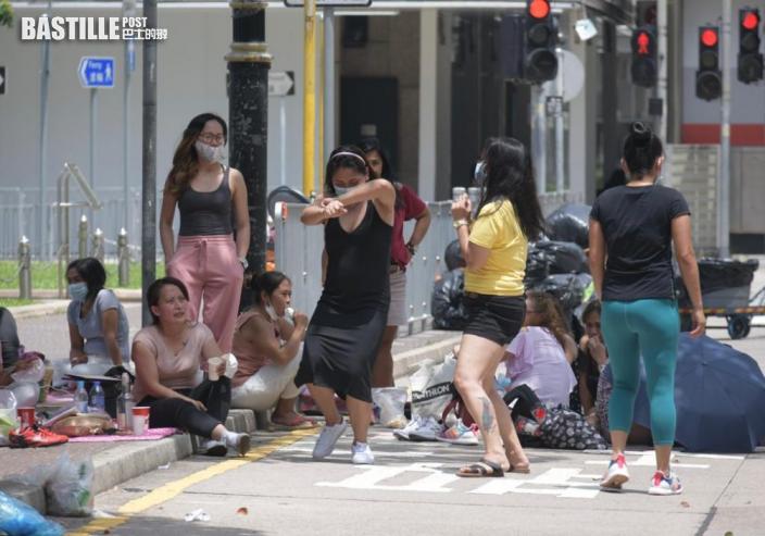 強檢期限今屆滿採樣站人流疏 外傭中環街頭忙聚會