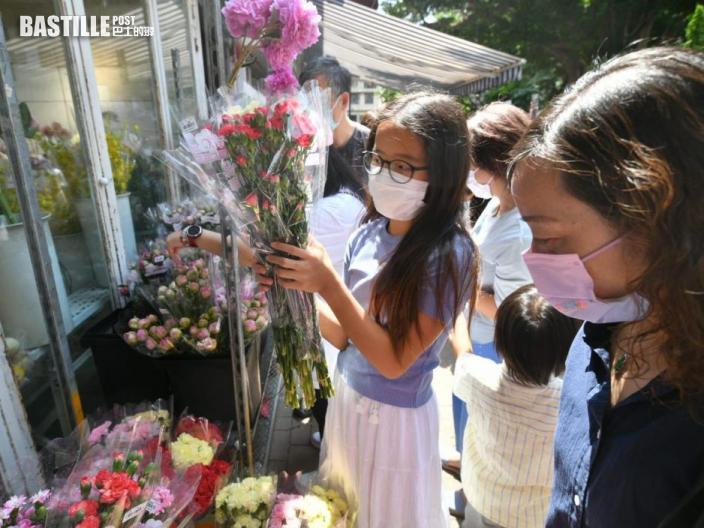母親節旺角花墟人頭湧湧 一家大小外出選購康乃馨