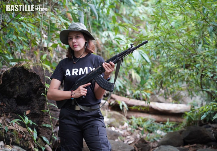 緬甸選美女星執突擊步槍 願付出生命加入反抗組織抗軍政權