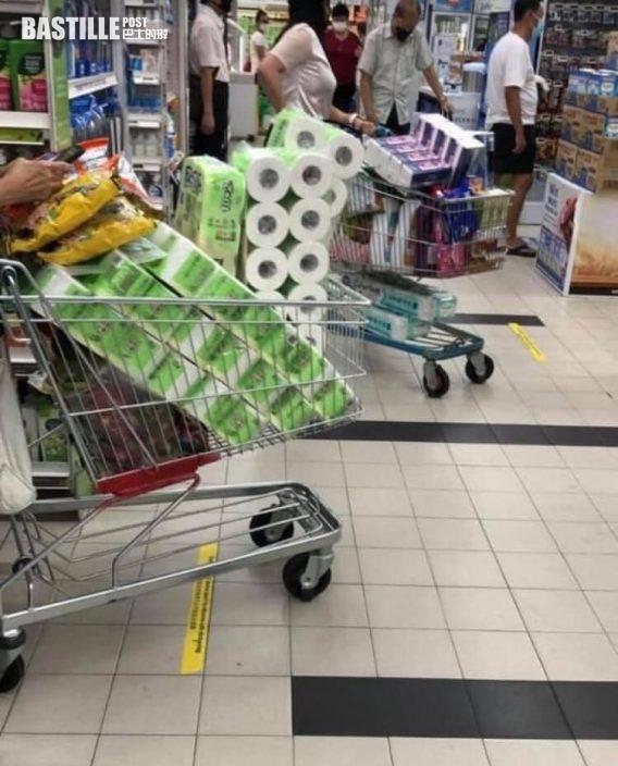 新加坡周日將收緊防疫措施 民眾急到超市搶購物資