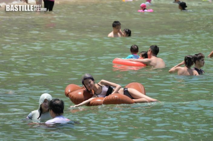 橫瀾島高溫達36.4度全港最熱 沙灘泳池人山人海