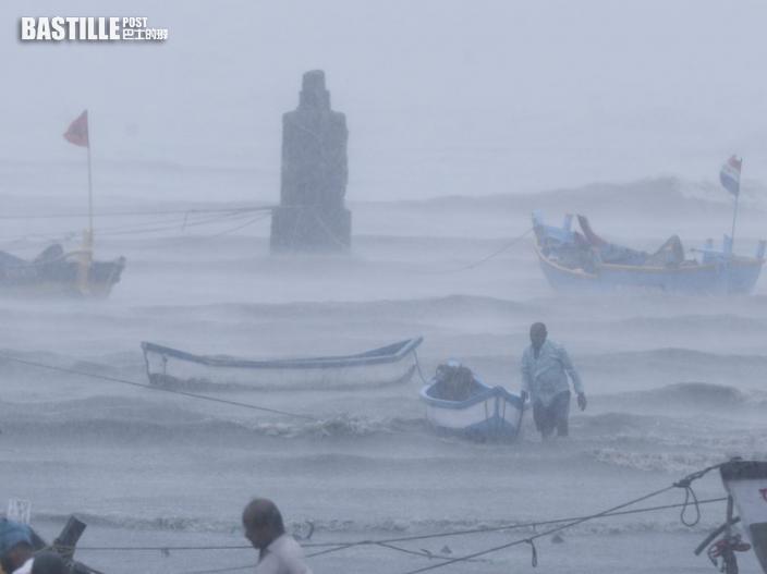 印度駁船遇颱風孟買海岸附近沉沒 127人失蹤